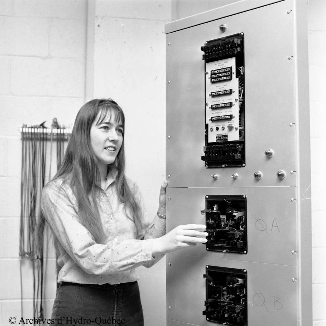 <p>Nicole Bussières, the first female generating station operator, Paugan generating station, 1980.</p> <p>©Hydro-Québec archives.</p>