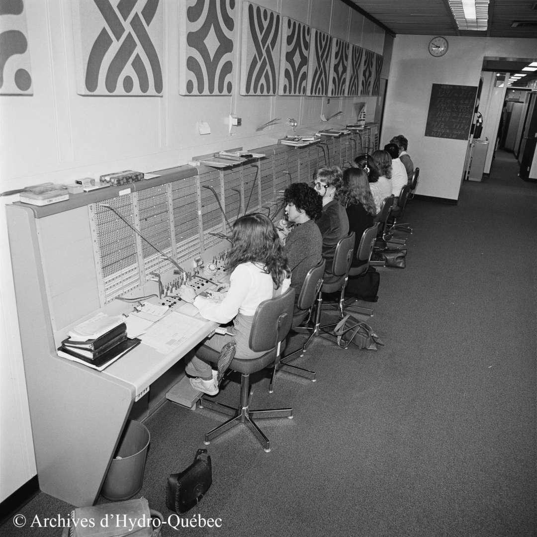 <p>Hydro-Québec switchboard operators, 1980.</p> <p>©Hydro-Québec archives.</p>