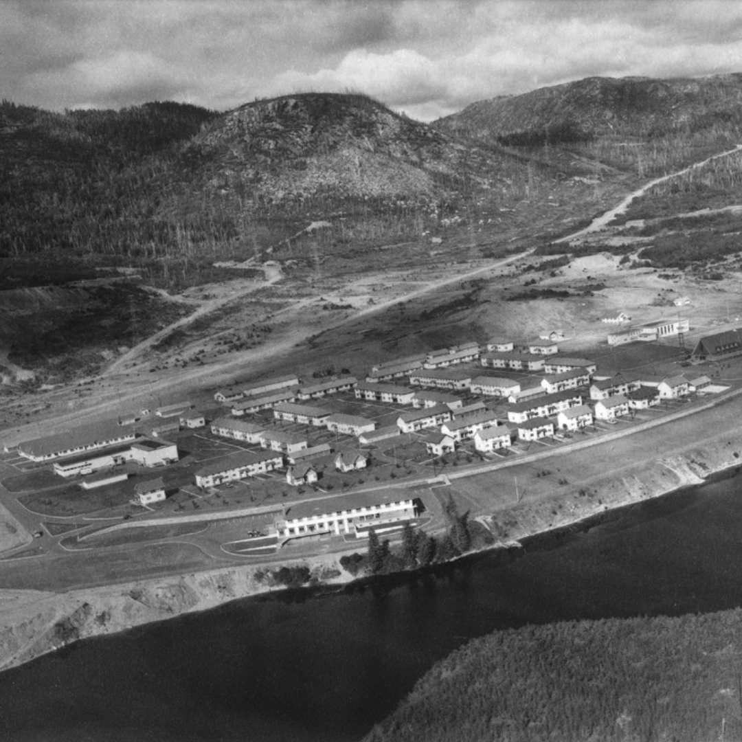 <p>Vue générale du campement des travailleurs et du village de Labrieville, 1955</p> <p>©Archives d'Hydro‑Québec</p>