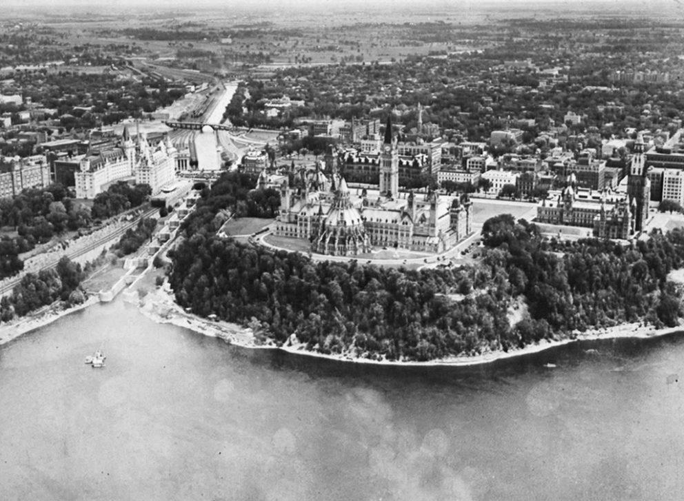 Vue de la colline du Parlement et du canal Rideau, 1950