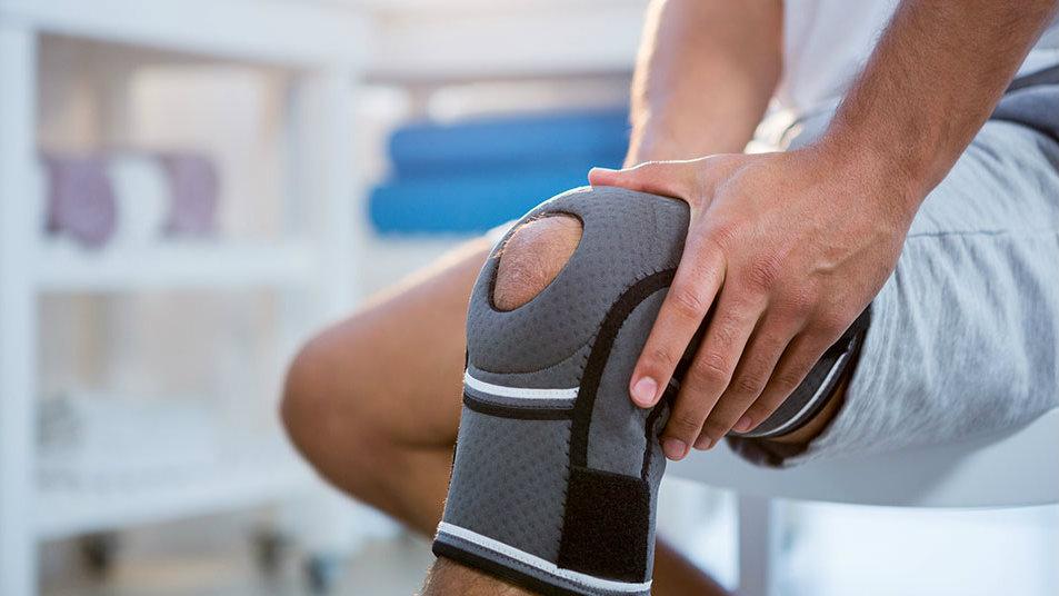 knee pain using knee brace