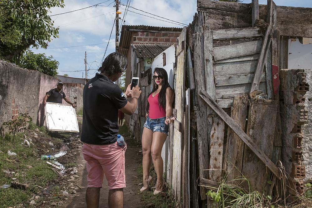 Bárbara Wagner, Gleice, from the series MASTERS OF CEREMONY, 2016. Courtesy Fortes D'Aloia & Gabriel, São Paulo.