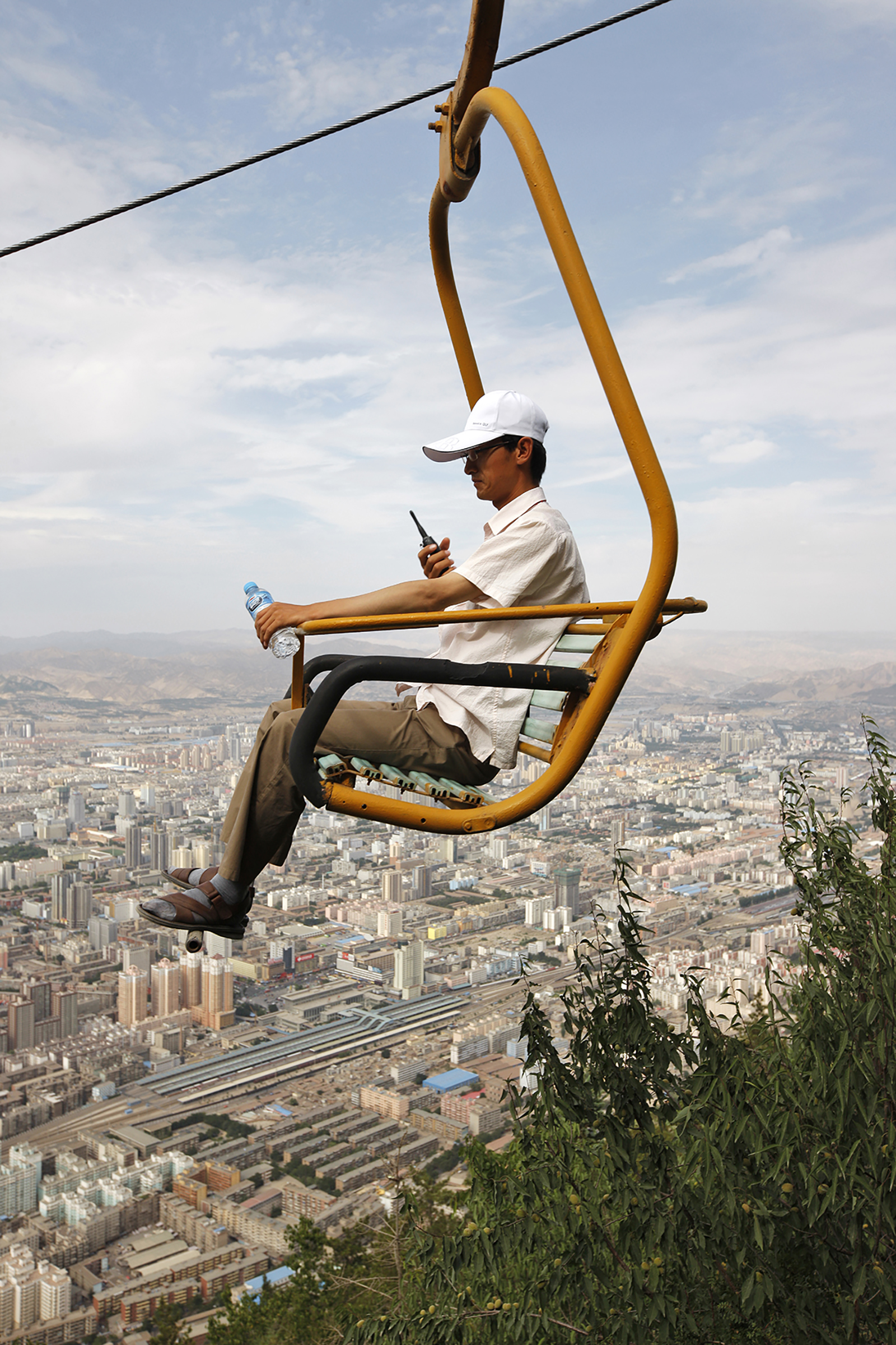 Wang Yishu, A Man in a Cable Car, 2014. Courtesy of the artist