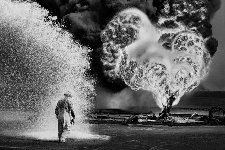 Sebastião Salgado, Untitled, Kuwait, 1991. Gelatin silver print