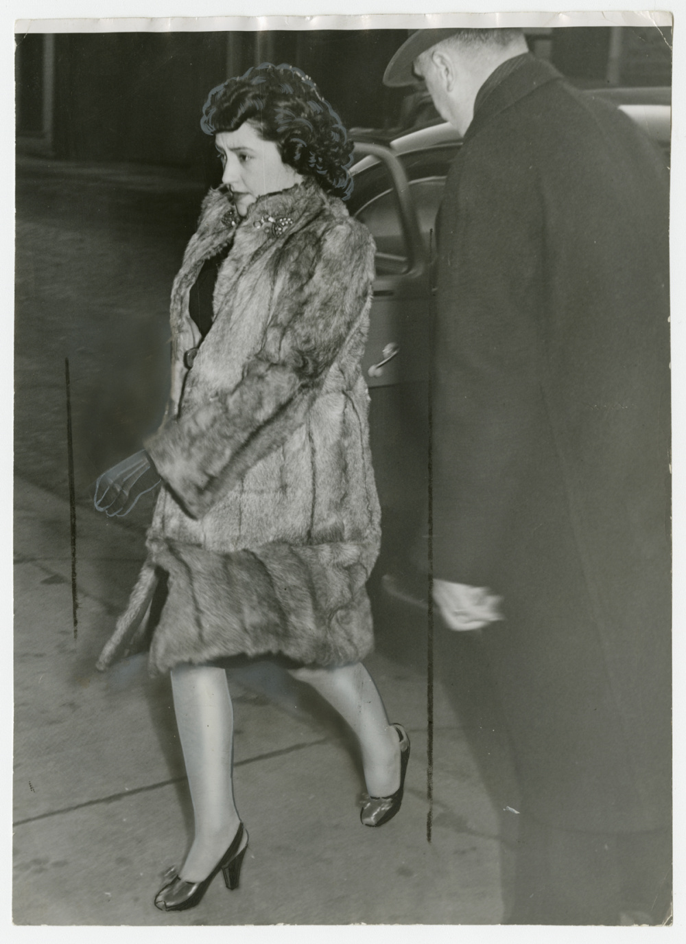 Unidentified Photographer, Looking stouter after months of close confinement, Mrs. Evelyn Dick leaves Hamilton jail on her way to the court house, 1947. Gelatin silver print, 9.5 x 7