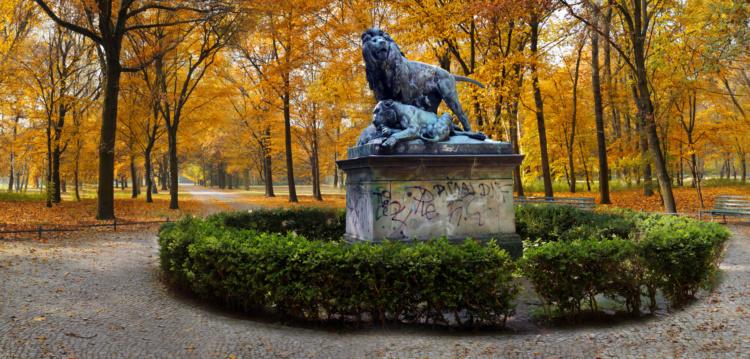 """Dan Hudson, Lions (Tiergarten), Lenticular Photograph, 22x46"""", 2015"""