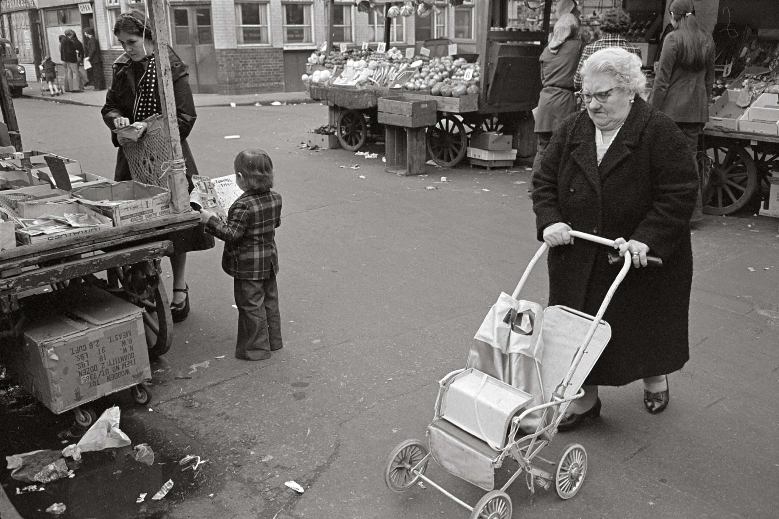 Tony Bock, Shoppers, Watney Street Market, London, 1976