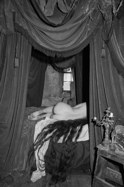 Tereza Zelenkova, The Double Room, from the series The Essential Solitude, 2017. Courtesy of the artist and Ravestijn Gallery, Amsterdam