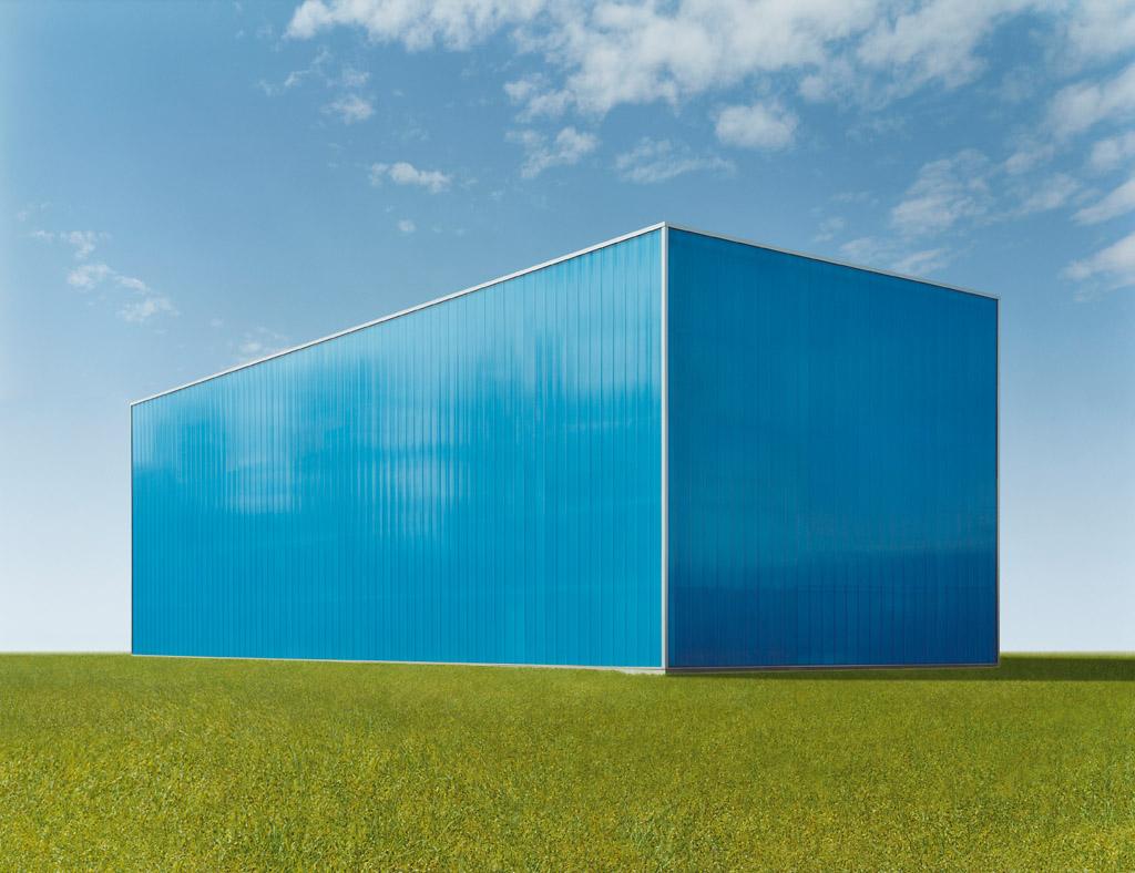 Josef Schulz, Halle blau #4, 2007 Courtesy of the artist / VG Bild-Kunst and Yossi Milo Gallery, New York