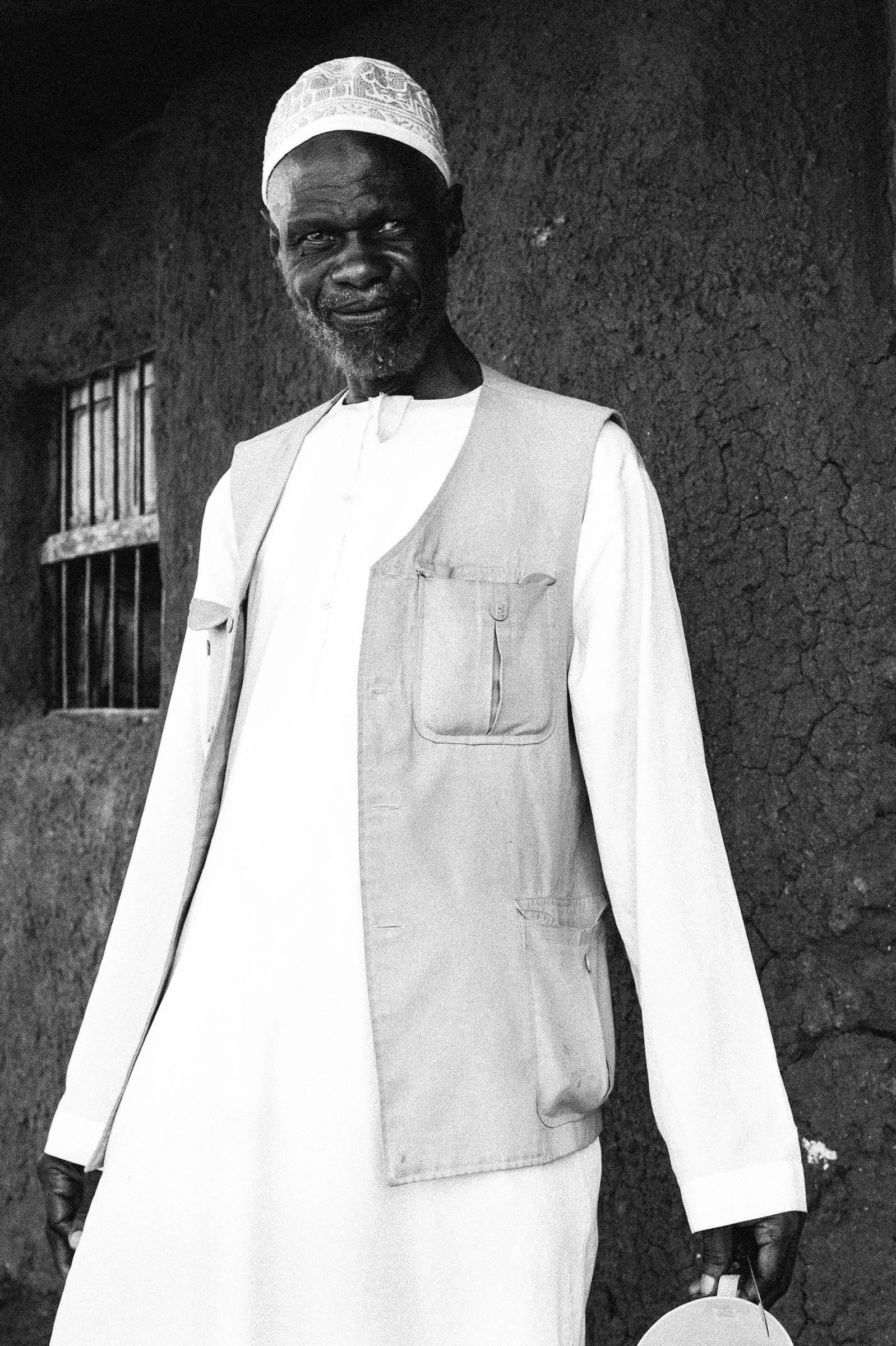 Leyla Jeyte, elder in cargo vest outside his home, 2016. Courtesy of the artist