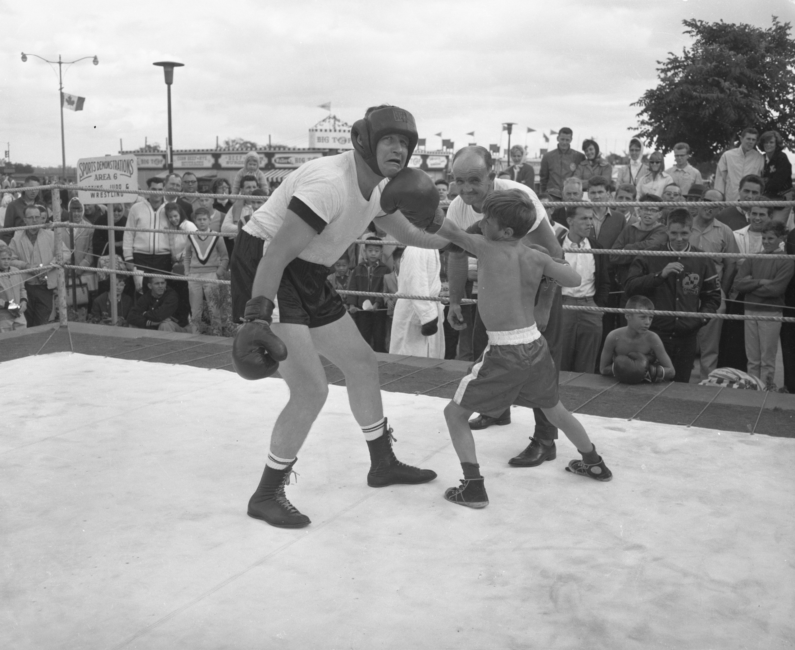 Throwing Punches, Boxing Demonstration August 28, 1965, Canadian National Exhibition Archives, MG5-F1429-I6. Courtesy of the CNEA