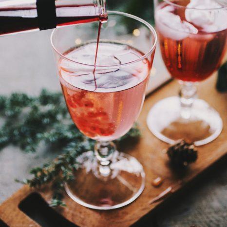 Cocktail à la rhubarbe et crème de cassis