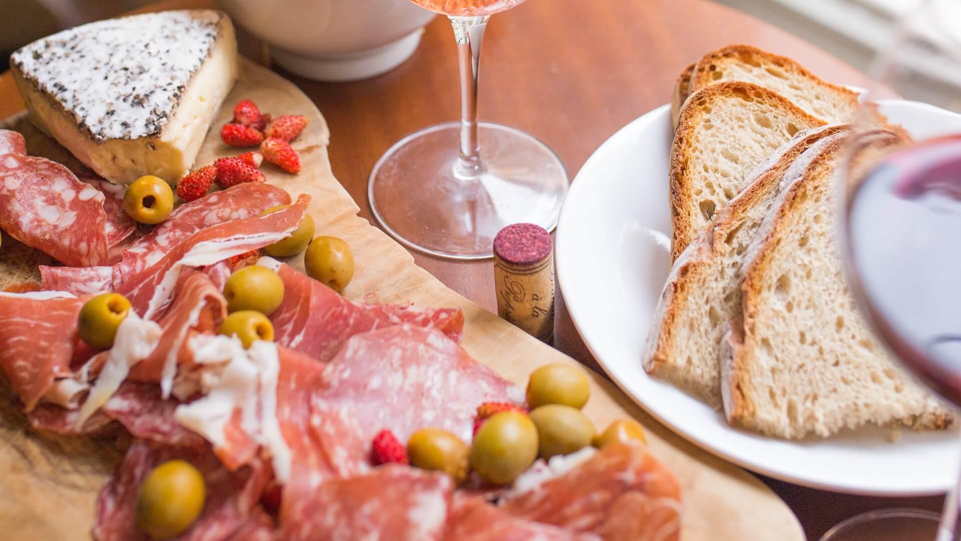 Quelles sont les quantités à prévoir pour une dégustation vins et fromages?