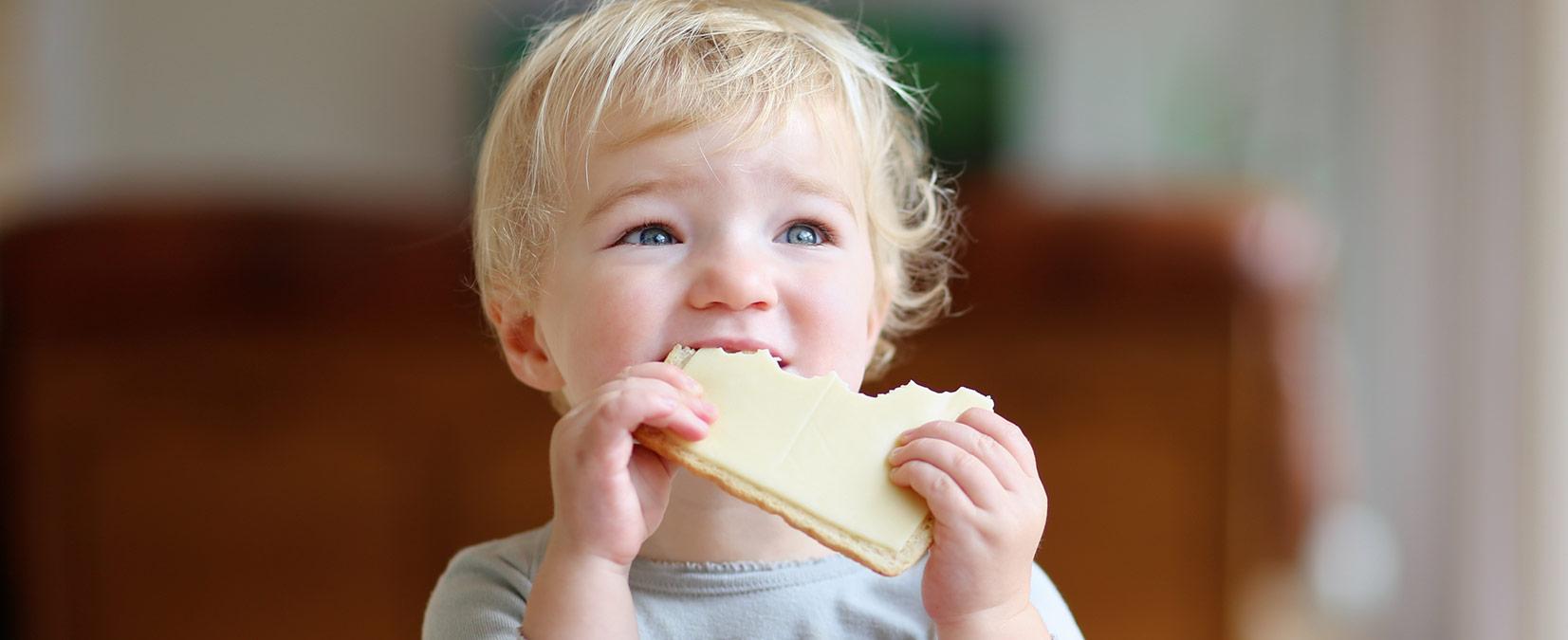 Comment initier bébé au fromage